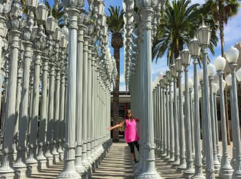 This day 3 of my easy Los Angeles 3 day itinerary promises to wrap up your vacation with the utmost fun. Hang out with the lamp posts at LACMA, hike to the Hollywood Sign, stroll on the Santa Monica Pier, and more. Throw in yummy food and you have the perfect day!